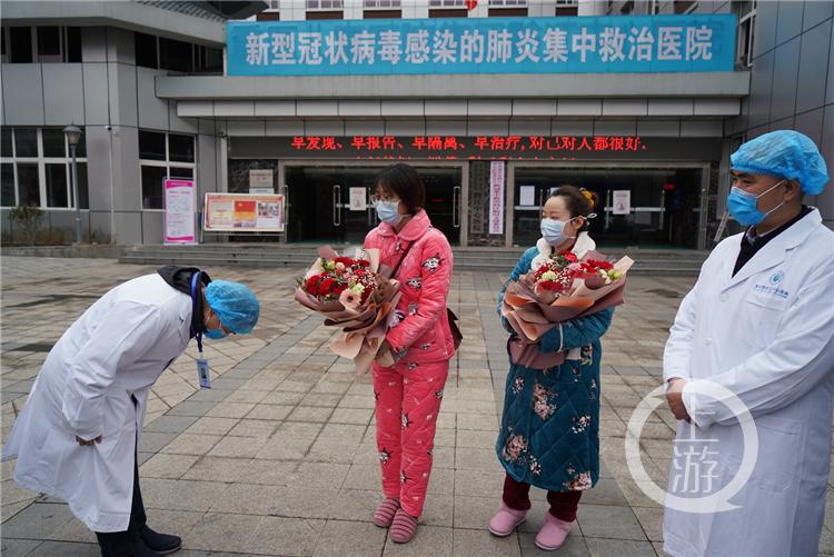 黔江中心医院两名确诊患者痊愈出院(4140706)-20200210152711_副本.jpg