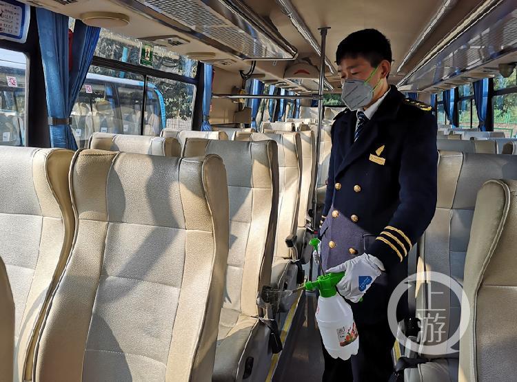 重庆开通定制公交 将企业职工从家门送到厂(4155361)-20200212204441.jpg