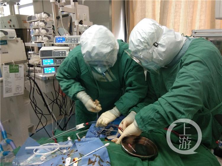 正在给患者置入ECMO(4169389)-20200214222816.jpg