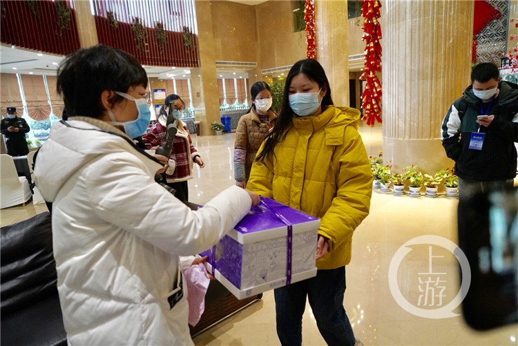 """抗疫一线护士生日:爸爸春节送我上的""""战场(4168691)-20200214233512_副本.jpg"""