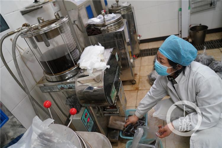 万州重庆三峡中心医院用中医诊治新冠肺炎患(4187658)-20200223200534.jpg