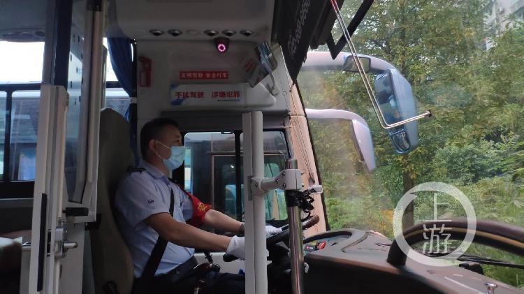公交车上乘客突然倒地 司机当机立断调头直(4800128)-20200624115939.jpg