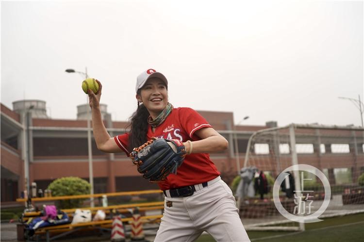 平均年龄55岁!重庆首批女子垒球队回归!(6199111)-20210415213710.jpg