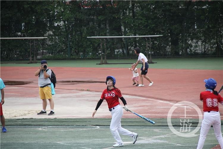 平均年龄55岁!重庆首批女子垒球队回归!(6199099)-20210415213652.jpg