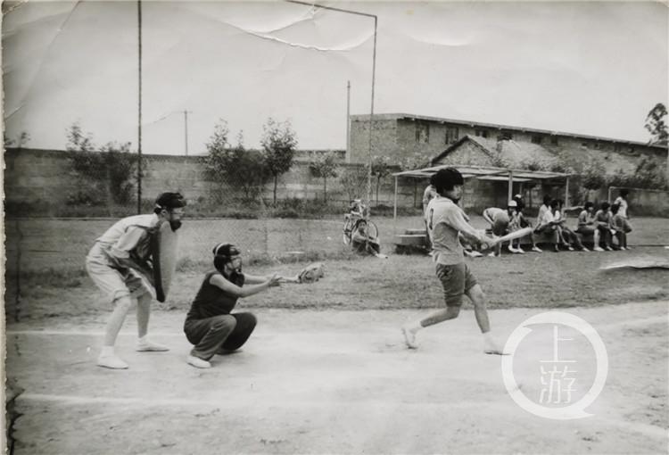 平均年龄55岁!重庆首批女子垒球队回归!(6199079)-20210415212805.jpg