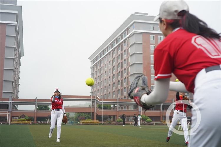 平均年龄55岁!重庆首批女子垒球队回归!(6199109)-20210415213708.jpg