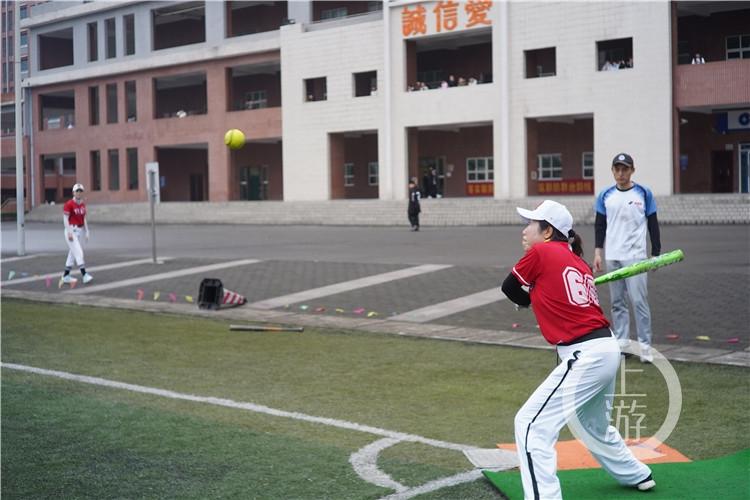 平均年龄55岁!重庆首批女子垒球队回归!(6199103)-20210415213659.jpg