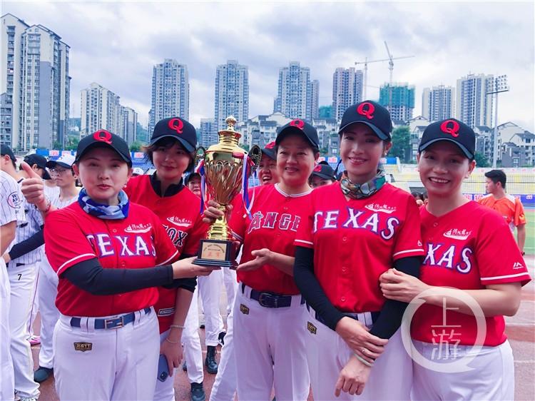 平均年龄55岁!重庆首批女子垒球队回归!(6199089)-20210415213626.jpg
