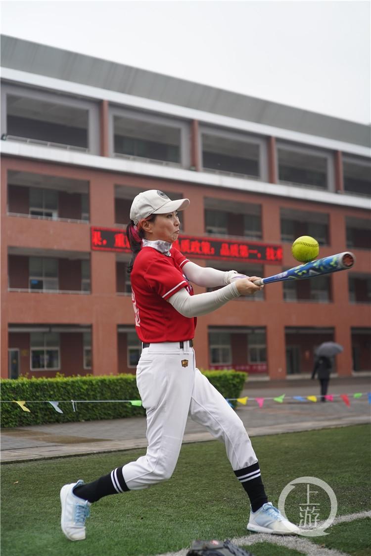 平均年龄55岁!重庆首批女子垒球队回归!(6199107)-20210415213704.jpg