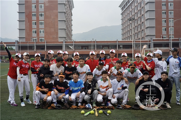 平均年龄55岁!重庆首批女子垒球队回归!(6199113)-20210415213713.jpg