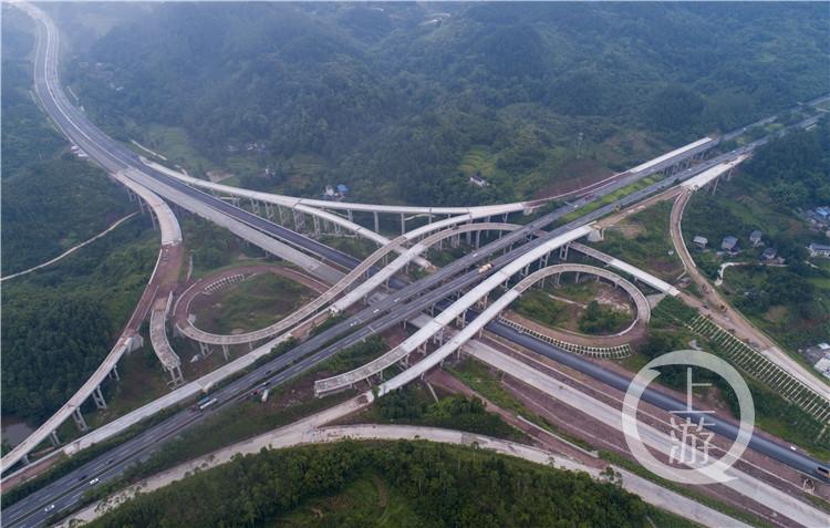 渝黔高速公路扩能项目(重庆段)主线陆续贯通
