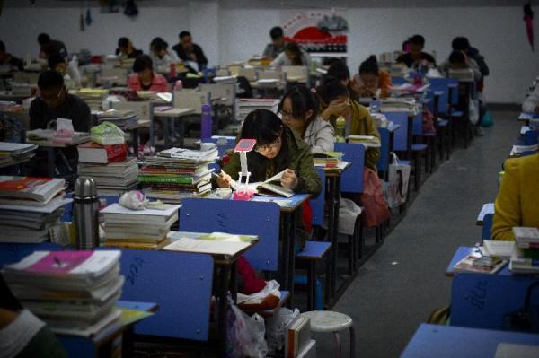 就职门槛提升应届生考研 大学成为第二个高三