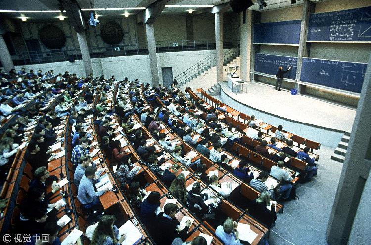 东北大学一副教授数学课受欢迎:500人挤满教室