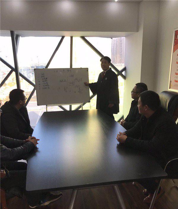 江苏宿迁初中生保安自学7年 一路逆袭成为律师