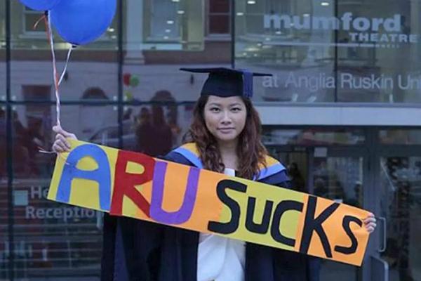 香港学生告英国母校赔50万:文凭鸡肋 找不到工作