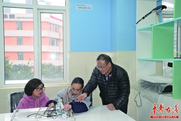 长沙高三女生获28项科技创新奖 申请9项国家专利