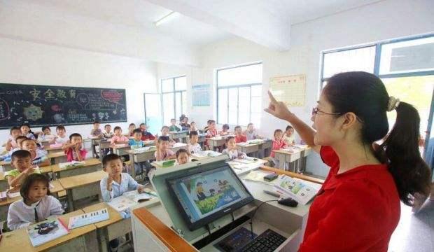 小学老师应该教多门课 还是只教一门课?