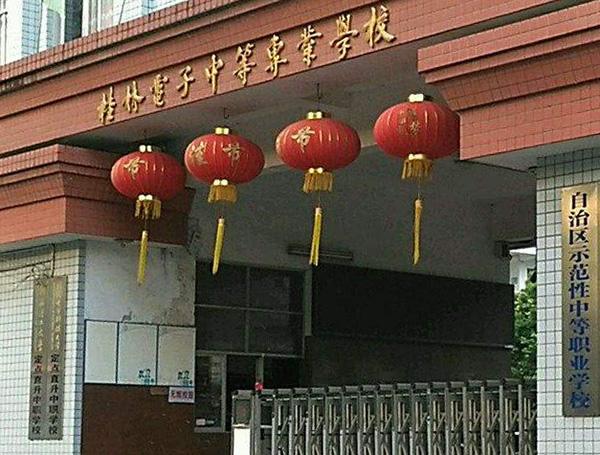 桂林一学校组织学生实习 有人一天上12个小时夜班
