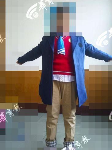 小学被曝强制买礼服 当地教育局:开过家长会了