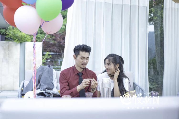 白杨在渝北一家音乐山庄拍摄广告片时,酷似袁弘.jpg