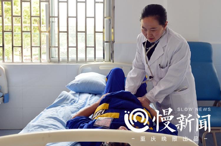 作為戒毒所的資深醫生,付明娥見過太多裝病的病人.jpg