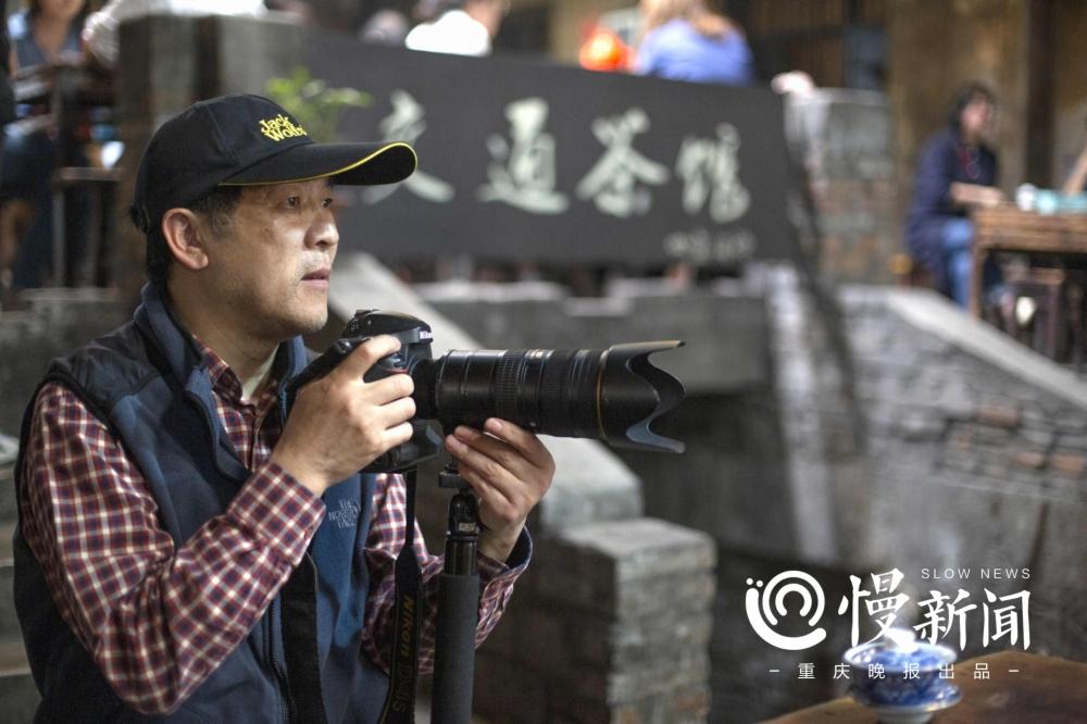 3年多来,熊良彦泡在茶馆拍摄.jpg