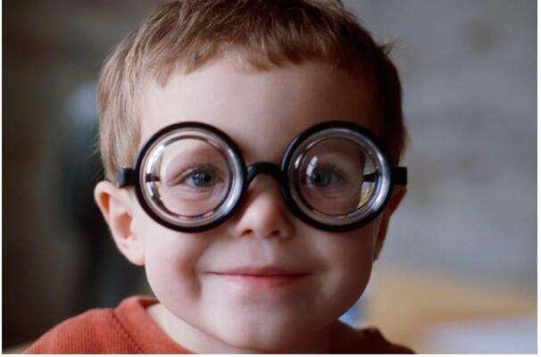 如何预防高度近视的发生