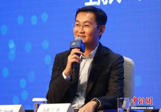11月17日,腾讯公司董事局主席兼CEO马化腾在浙江乌镇出席第三届世界互联网大会企业家代表集体采访活动。中新社记者 刘关关 摄