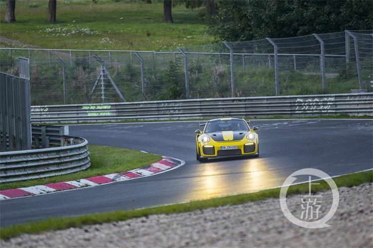 6分47.3秒 —— 911 GT2 RS缔造公路跑车纽北圈速新纪录-5.jpg