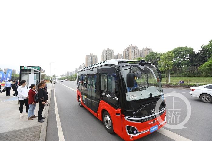 无人驾驶公交车上路运营-FZ10046180011.jpeg