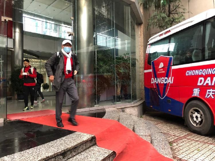 中超球队吹响冬训集结号:南方城市成备战首选,重庆当代众将齐集广州