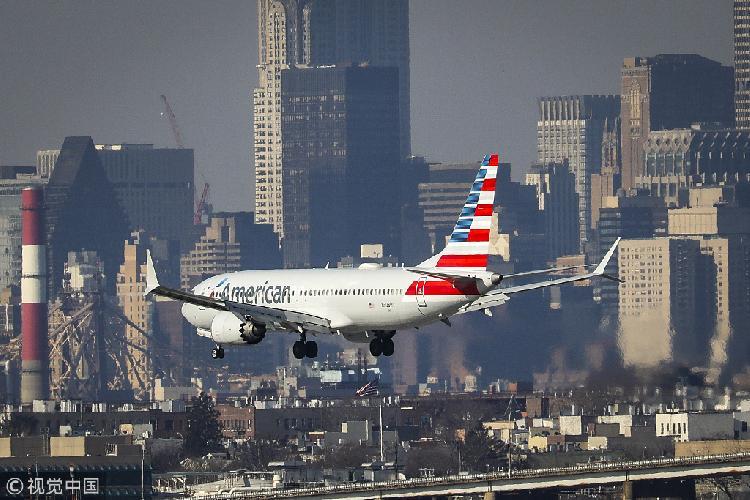 3月11日,美国纽约,一架美国航空737 MAX 8正准备降落 图自视觉中国