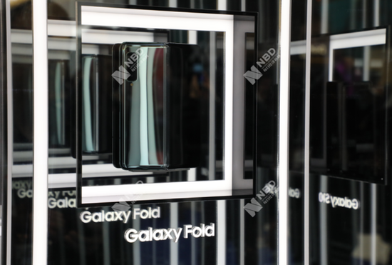 2019MWC上,三星展示首款折叠屏手机 每经记者 刘春山摄