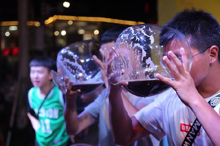 美心红酒小镇第四届啤酒音乐节 喝啤酒挑战赛.jpg
