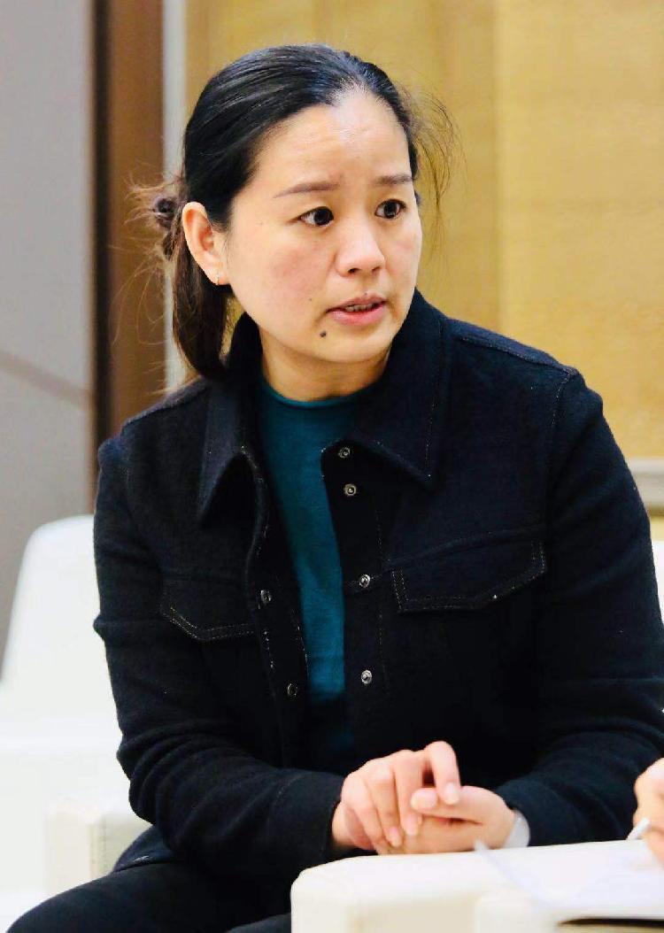 重庆北碚区颜宏齿轮工业有限责任公司副总郑向娟.jpg