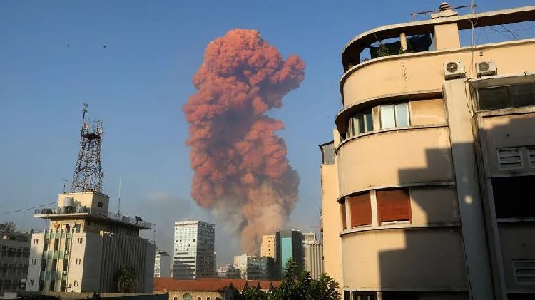 ▲爆炸现场升起的红色蘑菇云。(图源:今日俄罗斯RT)