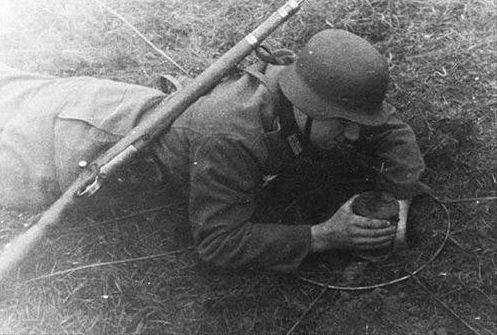 竹筒里放颗子弹,士兵踩中脚板瞬间被打穿,美军吃尽苦头