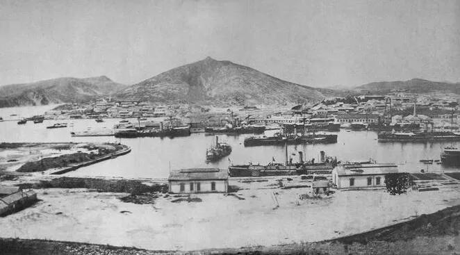 """上图_ 1894年7月,旅顺港内,北洋水师主力航艇""""全家福"""""""
