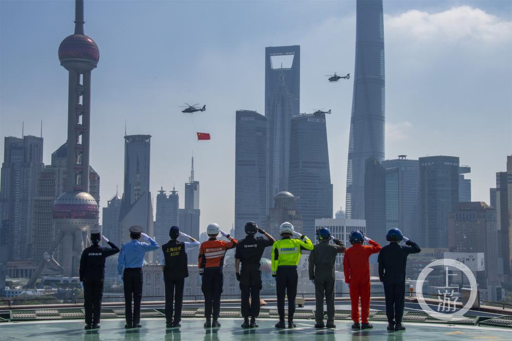 上海外滩国庆放飞0-小.jpg