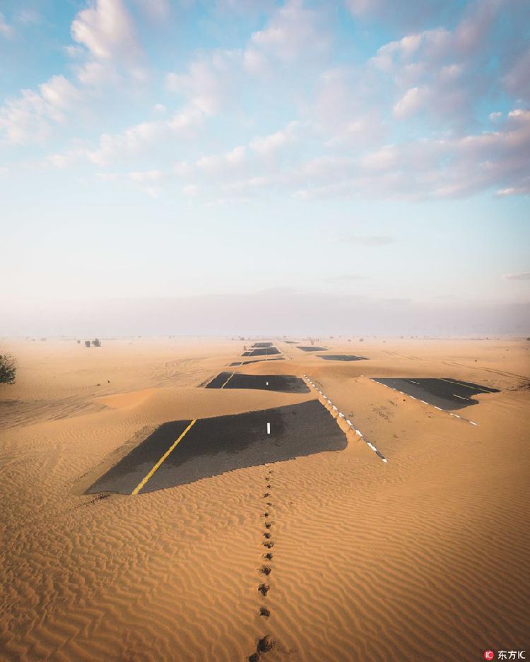 """迪拜沙漠景观 无尽黄沙掩埋公路造就""""奇迹之眼""""震撼景观"""