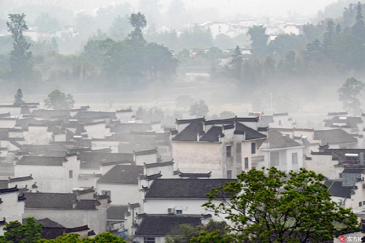 安徽黄山:雨后卢村宛如一幅仙境画卷 美到不可思议!