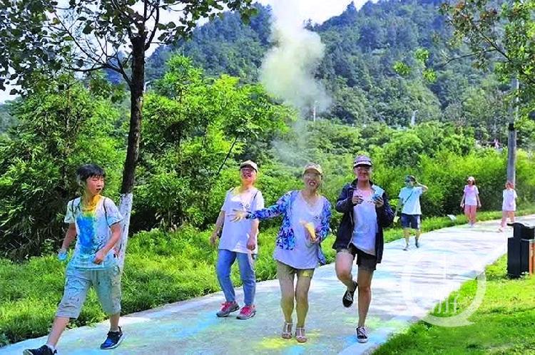 200多外国友人黑山国参加彩虹泡泡跑 体-FZ10022858968.jpg