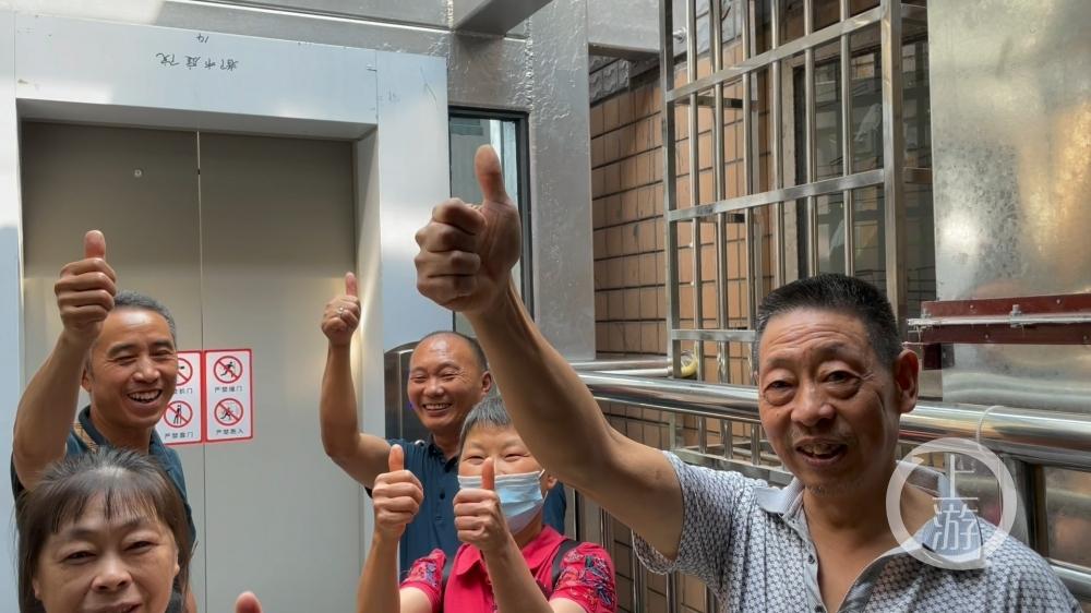 """幸福感满满!老小区加装电梯,居民开启""""一键回家"""".00_00_49_06.静止006.jpg"""