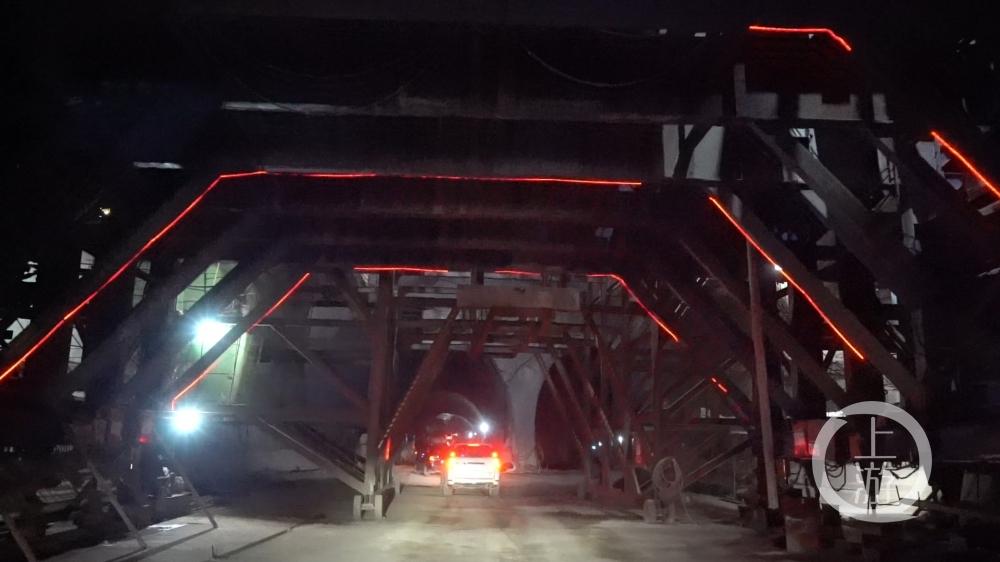 重庆铁路枢纽东环线全线最长隧道顺利贯通.00_00_41_15.静止003.jpg